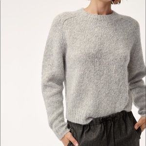 Aritzia The group by Babaton Luxe Crew Sweater
